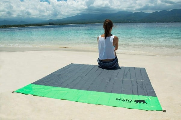 BEARZ Outdoor Beach Blanket:Compact Pocket Blanket 55x60